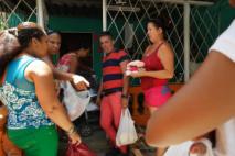 caridad -cuba-mantilla-niños pobres-estrema pobreza-donaciones-pequeños-corzones-petits-couers-centro misericordia -centre