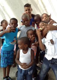 caridad -cuba-mantilla-niños pobres-estrema pobreza-donaciones-pequeños-corzones-petits-couers-estutuas - virgen -maria-eglesia-adventista 1