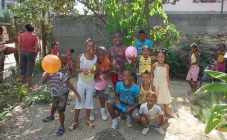 navidad-asociacion-niños-ayuda-caridad pequeños-corazones- humanitaria-2